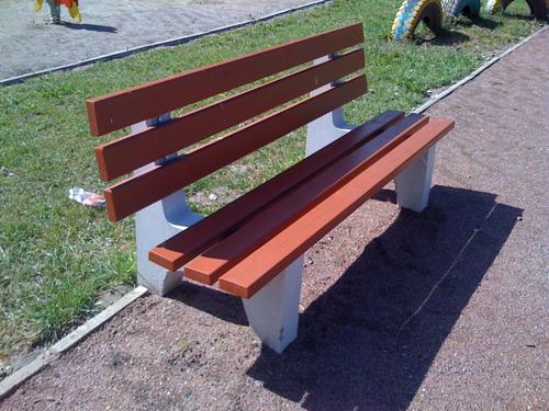 скамейки с бетонными опорами